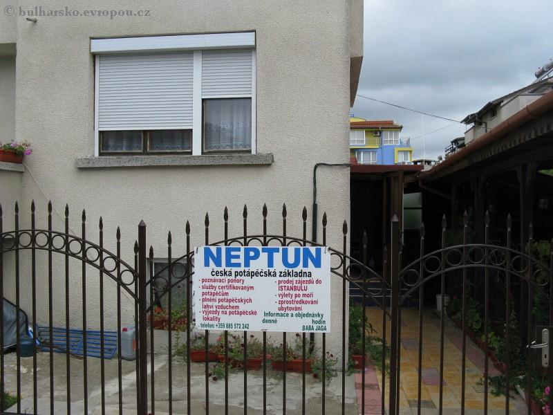 dům s neptunem